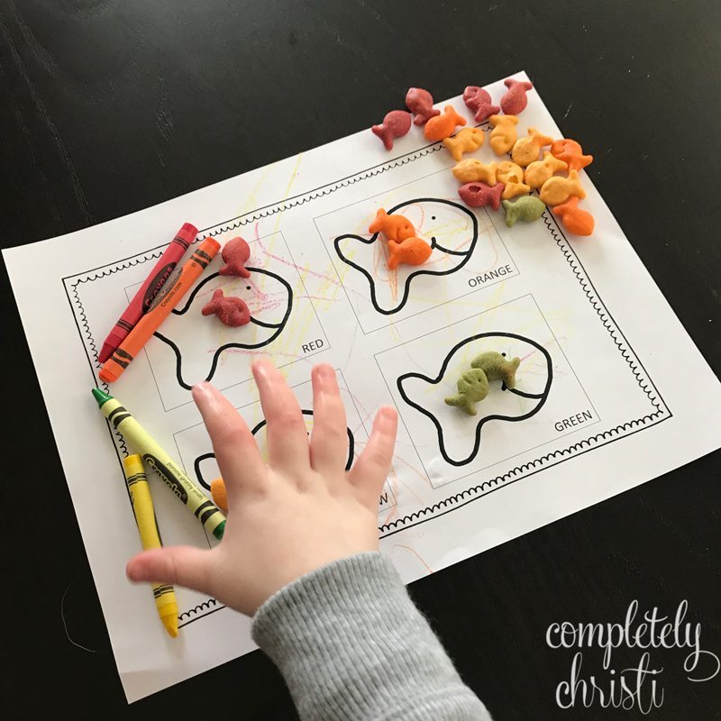free goldfish sorting activity for early learnings and preschool