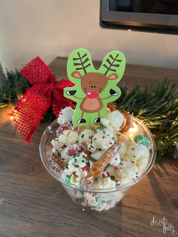 These winter treats are perfect to make with kids. Includes reindeer trail mix, snowman pudding, and festive brownies.