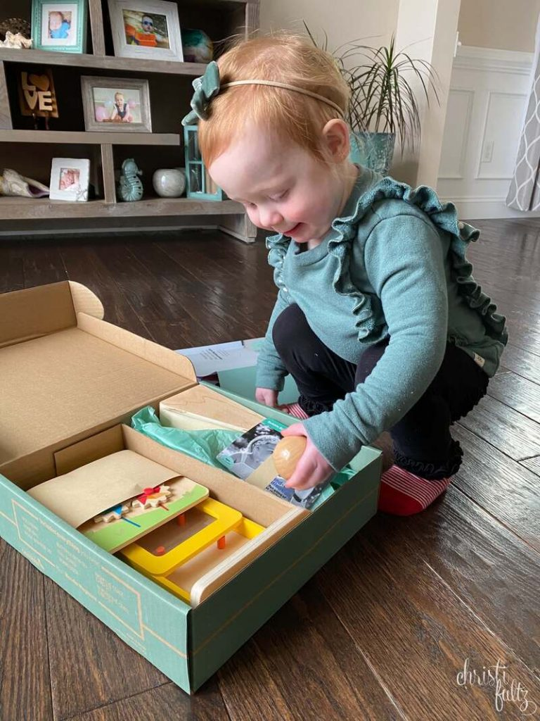KiwiCo Panda Look Feel With Me Review + Discount. Grab your toddler this curated box for educational and fun early learning toys.